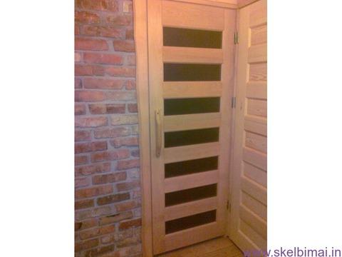 Kambario durys iš medžio
